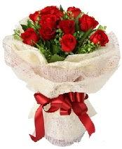 12 adet kırmızı gül buketi  Ağrı anneler günü çiçek yolla