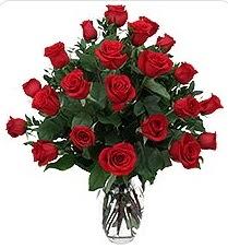 Ağrı çiçek siparişi sitesi  24 adet kırmızı gülden vazo tanzimi