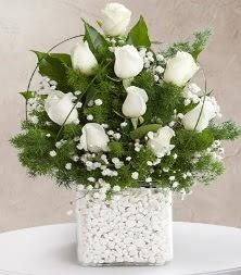 9 beyaz gül vazosu  Ağrı çiçek satışı
