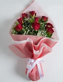 9 adet kırmızı gülden buket  Ağrı çiçek satışı