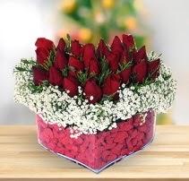 15 kırmızı gülden kalp mika çiçeği  Ağrı çiçek satışı