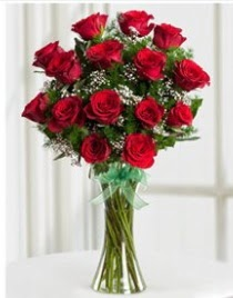 Cam vazo içerisinde 11 kırmızı gül vazosu  Ağrı anneler günü çiçek yolla