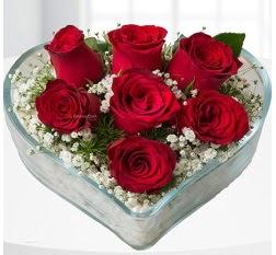 Kalp içerisinde 7 adet kırmızı gül  Ağrı çiçek servisi , çiçekçi adresleri