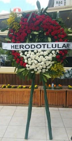 Cenaze çelengi cenazeye çiçek modeli  Ağrı çiçek satışı