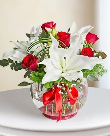 Fanus Vazoda 2 Lilyum ve 5 Gül Dansı  Ağrı çiçek gönderme