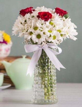 Papatya Ve Güllerin Uyumu camda  Ağrı çiçek gönderme sitemiz güvenlidir