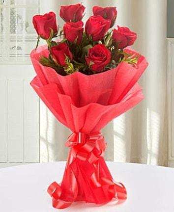 9 adet kırmızı gülden modern buket  Ağrı İnternetten çiçek siparişi