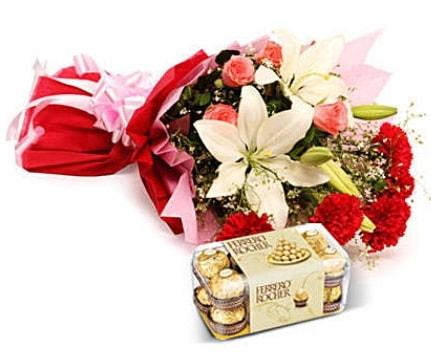 Karışık buket ve kutu çikolata  Ağrı çiçek , çiçekçi , çiçekçilik