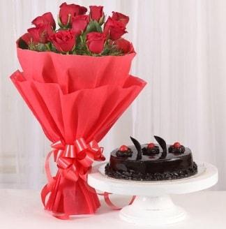 10 Adet kırmızı gül ve 4 kişilik yaş pasta  Ağrı internetten çiçek satışı