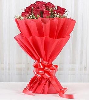 12 adet kırmızı gül buketi  Ağrı hediye çiçek yolla
