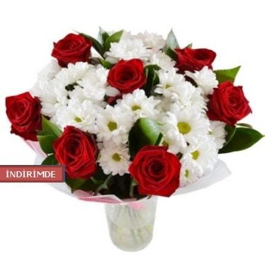 7 kırmızı gül ve 1 demet krizantem  Ağrı çiçek gönderme sitemiz güvenlidir